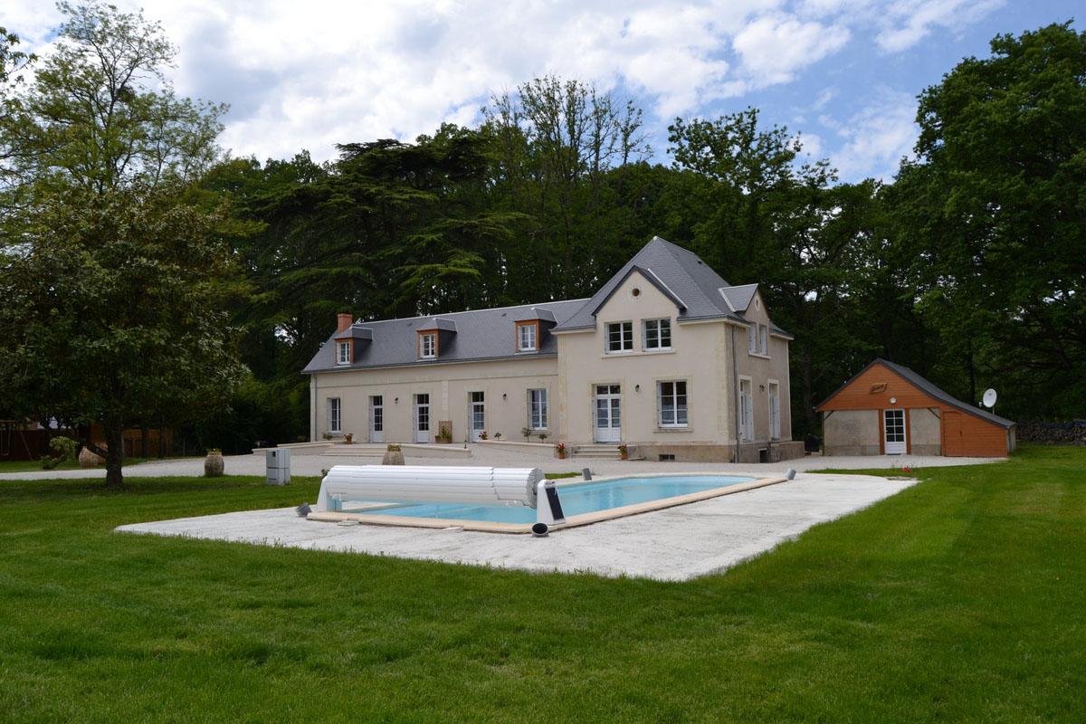 Vue piscine extérieure • Gites La Cadorerie